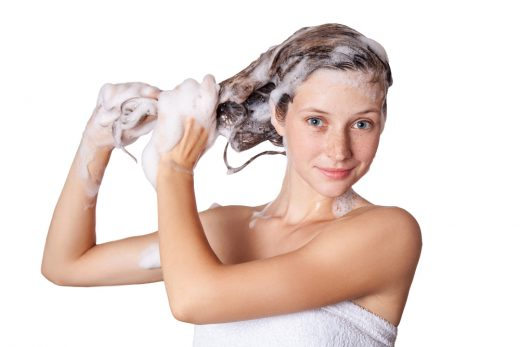 shampoing fille douche
